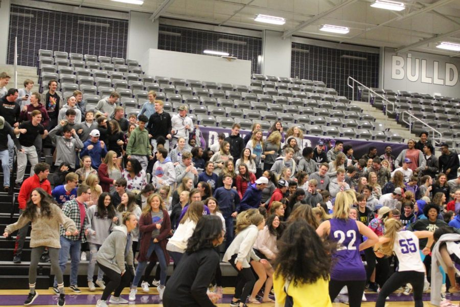 Dawg Crew leads FHS students in