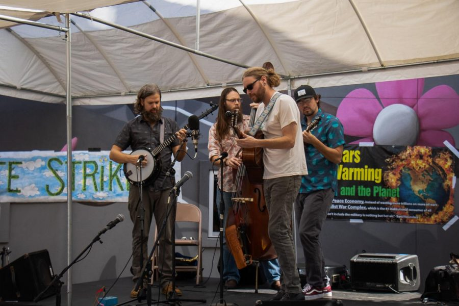 Before the speakers took the stage, northwest Arkansas native bluegrass and folk band Arkansauce played live music.