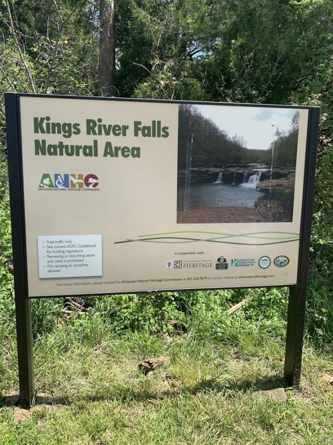 The trail head sign for the Kings River Falls Hike.