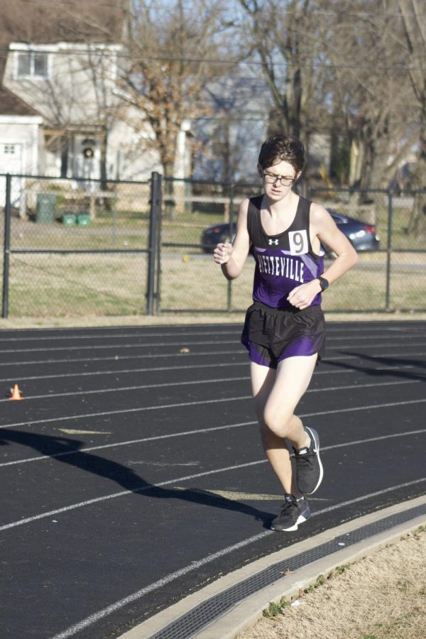 Noah Caroll (11) jogs to maintain his pace race during the 800 race.