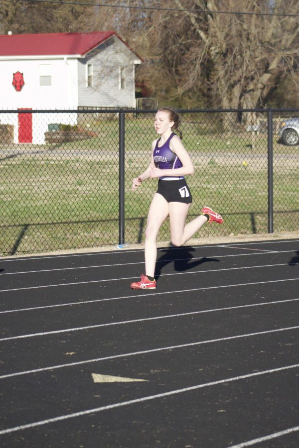 Sophomore Kennedy Moore sprints ahead of the pack during the 800 race.
